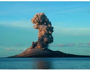 L'éruption de l'Anak Krakatau en mai 2008