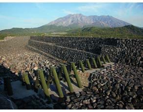 Barrage anti-lahar près du volcan Sakurajima