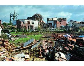 Habitations détruites par le passage d'une tornade