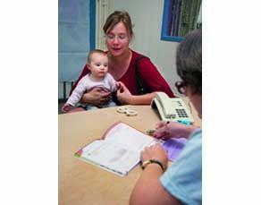 Le carnet de santé attribué à chaque individu à la naissance permet de suivre ses vaccinations