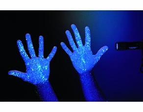 Simulation de la présence de micro-organismes sur les mains : aspect de mains non lavées