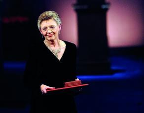 Remise du prix Nobel de médecine 2008 à Francoise Barré-Sinoussi, chercheuse française, pour la découverte du VIH