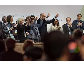 Adoption de l'accord sur le réchauffement climatique lors de la COP21, conférence sur le climat à Paris
