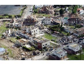 Dégâts provoqués par une tornade, dans le nord de la France en 2008