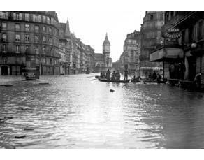 Inondations de 1910 à Paris, rue de Lyon