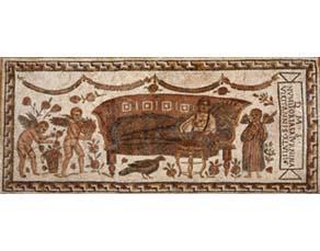 Personne mangeant en position allongée lors d'un banquet romain